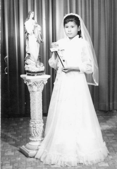 27112016 Griselda Rivera Hernández, hija del Sr. Arturo Rivera Chairez, en su primera comunión el 2 de julio de 1980.