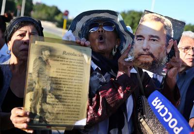 El líder histórico de la Revolución y presidente de Cuba durante más de cuatro décadas falleció a los 90 años de edad en la noche del viernes. En 2006 había cedido el poder de la isla a su hermano Raúl por problemas de salud.