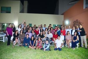 27112016 FELIZ CUMPLEAñOS.  Lulú Rodríguez acompañada de familiares y amigos.