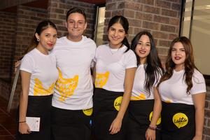 29112016 EN RECIENTE EVENTO.  Laura, Martín, Fernanda y Delia.