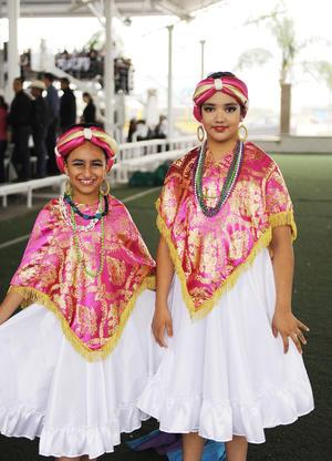 30112016 Karenina y María José.