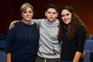 30112016 Laura, Nicolás y Mariana.