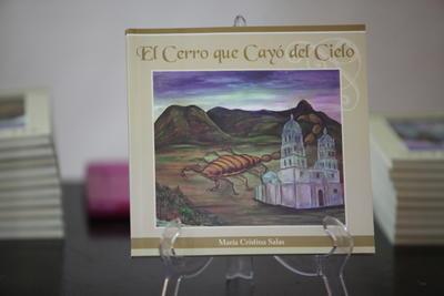 Al finalizar el evento, el público pudo adquirir un ejemplar de la obra publicada por Editoriales ICED.