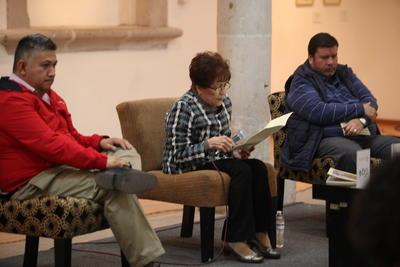 El maestro Óscar Jiménez Luna y Edgar Armando Córdova García externaron su opinión sobre el libro.