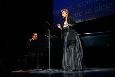 La cantante se entregó al público a quienes enamoró por su talento y amabilidad.