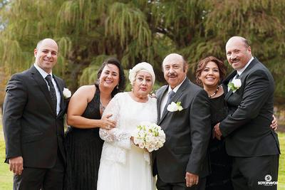 18122016 Draminta y José acompañados de sus hijos: Anhuar, Julie, Magda y José Majid. - Erick Sotomayor Fotografía
