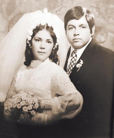 25122016 BODAS DE JASPE Sra. María Elena Narváez Luna y Sr. Manuel Salazar Adame se casaron el 20 de diciembre de 1974, por lo que este 2016 cumplen 42 años de casados.