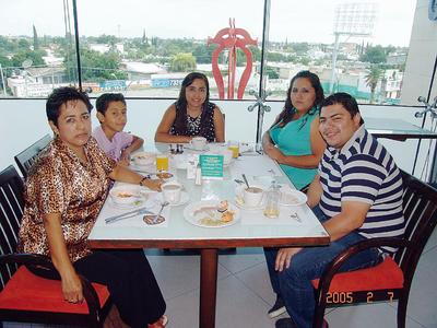 01122016 Luisa con Jesús, Lourdes, Manuel y Mary..
