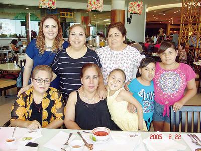 01122016 Mimy, Ivonne, Pivi, Pera, Ludy, Marisa, Damara y Angie.