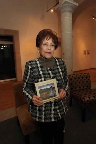 'El cerro que cayó del cielo' es el título de la reciente obra de la escritora duranguense.