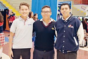 01122016 COMPAñEROS.  Luis Javier, Luis Daniel e Isaac.