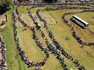 Así esperan que sea la fila para acceder al festejo.