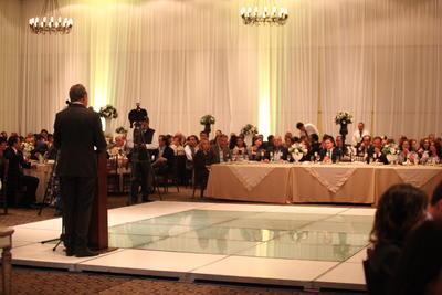 Durante la noche se entregaron diversos reconocimientos a trabajadores y representantes de los diferentes hoteles de la inmobiliaria, por sus años de servicio.