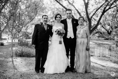 04122016 Marido y mujer acompañados por los padres de Goretti. - Edmundo Isais Fotografía