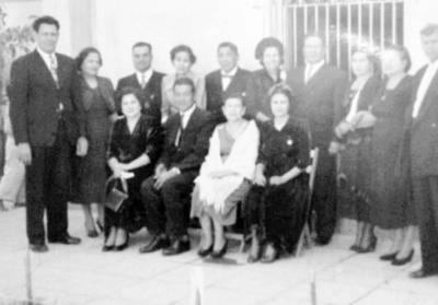 04122016 Martín Prieto Ortíz, acompañado de sus hermanos: Jesús, Francisca, Aurora, Elvira, María, Tita, Guadalupe y sus respectivas parejas.