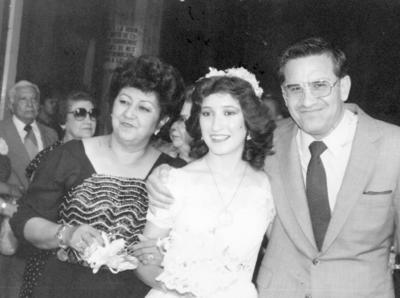04122016 Ma. Asunción de Enríquez, Juana Inés A. Enríquez y Valente Enríquez Mestas en 1983.