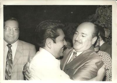 04122016 Lic. Humberto Torres (Derecha) y Lic. José Solis Amaro (Ex Presidente Municipal).