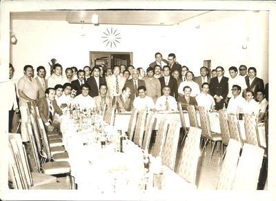 04122016 Lic. Humberto Torrres (al centro de la mesa) en compañía de los ex Presidentes Municipales Lic. Solis Amaro, Lic. Barulio Fernández, Lic. Manlio Gómez, los licenciados Ernesto De La Torre, Gabriel Anaya, Jesús Romo y otros en 1973.