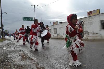 Danzantes de todas las edades estuvieron presentes en la peregrinación.