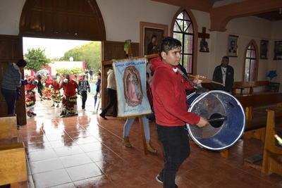 Una variedad de ritmos se escuchaban y se danzaban en la capilla de Villa Gregorio A. García.