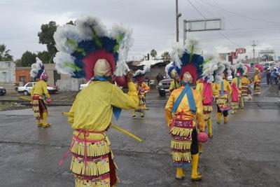 Diversos atuendos coloridos adornaron las calles de Gómez Palacio.