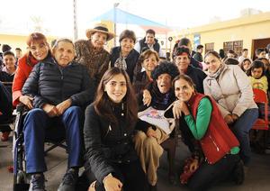 04122016 FELIZ CUMPLEAñOS.  Toño celebró sus 70 años acompañado de su familia.