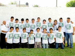 04122016 LA FOTO DEL RECUERDO.  Campeones Interjesuiticos Tampico 2016 de secundaria en futbol, con su entrenador Carlos Chano Lira, acompañados por el Padre Luis Manrique.