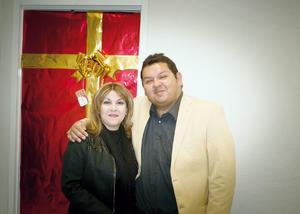 04122016 La Mtra. en Derecho, Lilian Berenice González Méndez, y el Mtro. en Administración, Luis Fernando Hernández Rivera.