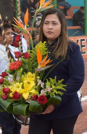 06122016 Mary, madrina de la secundaria de Cd. Juárez, Dgo.