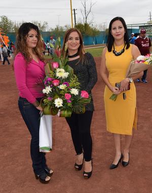 06122016 Karla, Judith y Karla Patricia, acompañaron a sus respectivos equipos de Torreón.