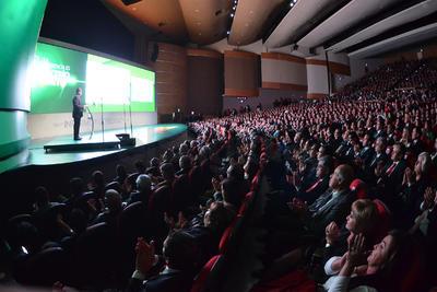 Riquelme rindió ante un abarrotado Teatro Nazas un mensaje sobre los resultados en sus tres años de administración, al que acudieron funcionarios estatales y municipales, así como empresarios y exalcaldes de Torreón.