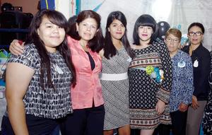 07122016 BABY SHOWER.  Marcela con Jacqueline, Isabel L., Isabel C., Patito y Altagracia.