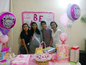07122016 FIESTA PRENATAL.  Cristina Arellano Villarreal con Caro, Carlos y Karla.
