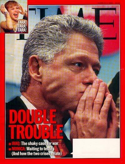 1998, año en el que el expresidente americano, Bill Clinton, nunca podrá olvidar. Además de tener que lidiar con la inminente guerra entre E.U. e Iraq, Clinton se vio envuelto en escándalo de infidelidad que terminó convirtiéndose en un circo mediático luego de que Monica Lewinsky asegurara haber tenido una relación de adulterio con el Presidente.