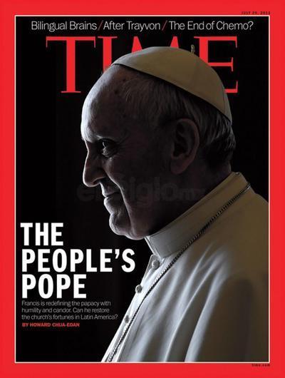 """El Papa Francisco, otro personaje emblemático que desató polémica debido a que en la imagen de la portada de la revista, sobresale los picos de la letra M de ¨Time"""", sobre la cabeza del pontífice, dándole un cariz tenebroso a la imagen, que no ha pasado desapercibida."""