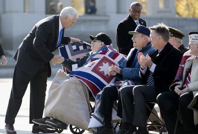 Pence estuvo en el National Memorial WWII de Washington.
