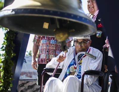 Ray Chavez de 104 años, el superviviente de mayor edad de Pearl Harbor.