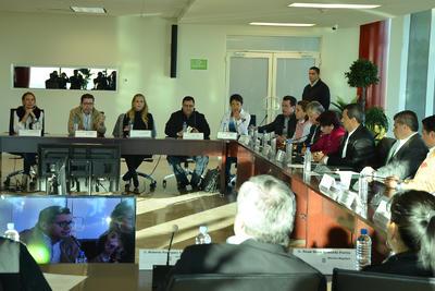 La regidora Ángela Campos le dijo que se iba dejando Torreón peor a como lo recibió en materia de finanzas.