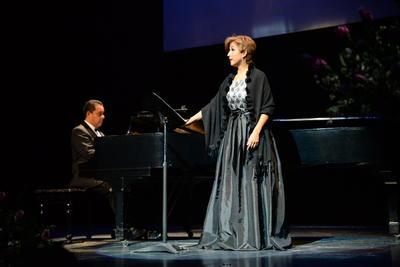 La intérprete mexicana interpretó temas como 'Ave María', 'Nachutund Traume', 'Die Forelle' y 'Vilijas Lied', entre otras que el público aplaudió de principio a fin.