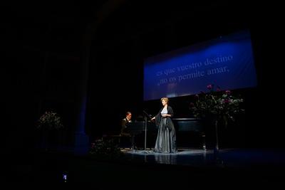 Laura Schroeder estuvo acompañada al piano por el maestro Alfonso Ríos, juntos ofrecieron el concierto 'Un viaje musical por Austria'.