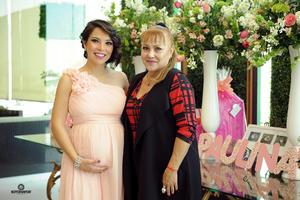 10122016 La festejada y Tita Aguilar de Serna.