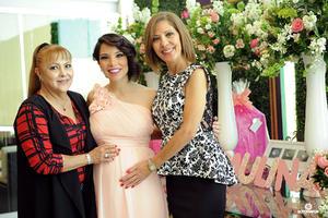 10122016 Tita, Norma y la futura mamá.