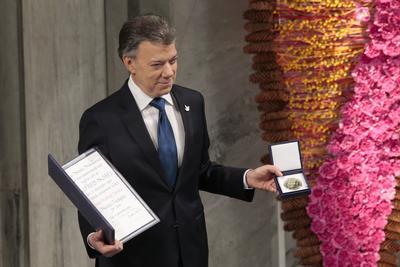 """Santos hizo referencia en su discurso al """"fin de la guerra"""" en su país, tras el acuerdo con las FARC."""