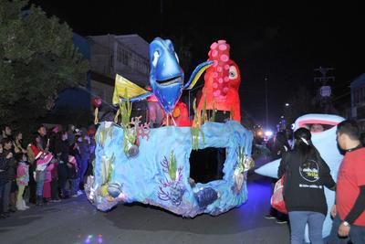 Personajes de Buscando a Dory durante el desfile.