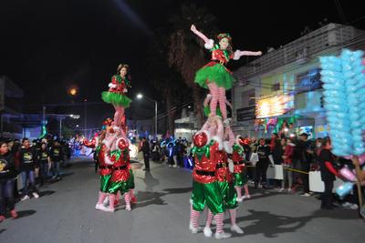 Los gimnastas se lucieron con sus rutinas y sus disfraces alusivos a navidad.