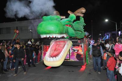 El dragón Sheng Long de la serie Dragon Ball emocionó a los asistentes.