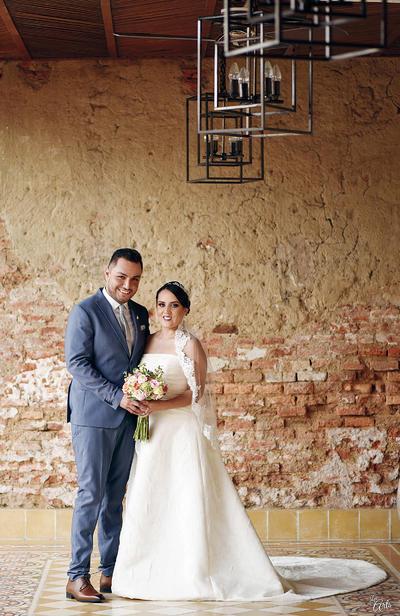11122016 Mario Alberto Araujo Muro y Ana Gabriela González Ramírez juraron amor eterno el pasado 3 de diciembre en la Capilla de San José en Mazatlán, Sinaloa.- Les Arts Fotografía