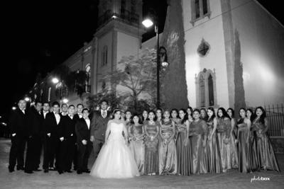 11122016 Liliana y Enrique acompañados de sus damas y caballeros de honor. - Photobox Fotografía