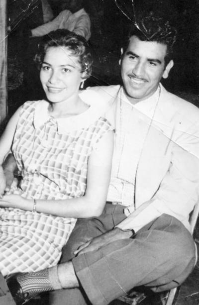 11122016 Conchita de Sandoval y Heriberto Sandoval Muñoz (f) en una boda en 1958.