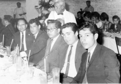 11122016 Ángel Benito y sus compañeros de trabajo de Almacenes La Popular el 21 de julio de 1967.
